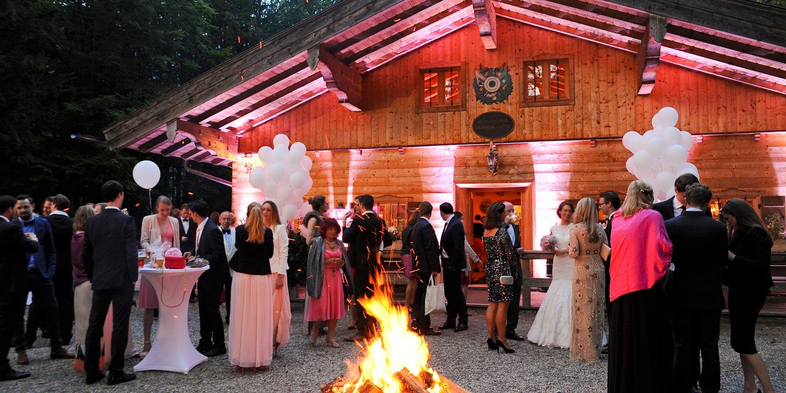 Hochzeit mit Feuerschale Gebirgsschützenhütte – Frühauf Genuss