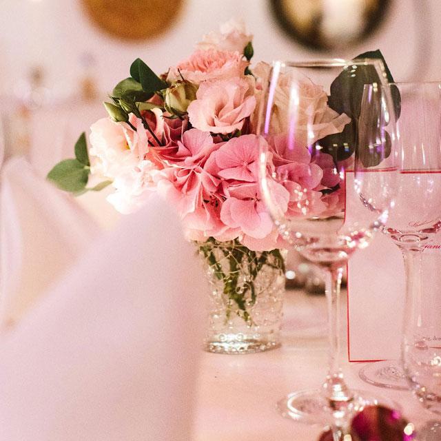 Fruehauf Genuss Hochzeit Blumenschmuck Tisch Fruhauf Genuss